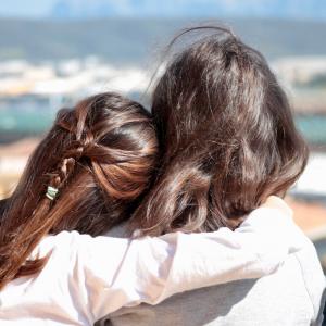 two girls hugging collaborative divorce